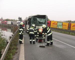 nehoda-autobosu-holohlavy-hradec-kralove-smirice-1