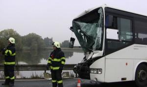 nehoda-autobosu-holohlavy-hradec-kralove-smirice-2