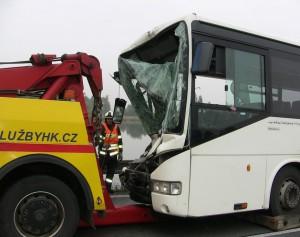 nehoda-autobosu-holohlavy-hradec-kralove-smirice