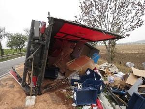nehoda-kamionu-dolany-svinistany