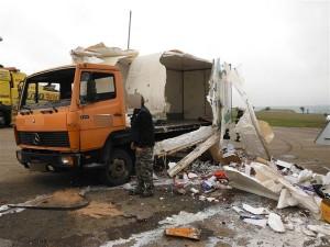 nehoda-kamionu-prevazejiciho-mleko-dobra-voda-u-horic-2