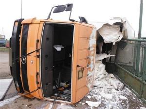 nehoda-kamionu-prevazejiciho-mleko-dobra-voda-u-horic