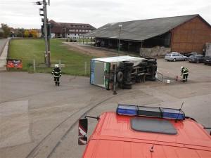 nehoda-kamionu-prevazejiciho-mleko-dobra-voda-u-horic-4