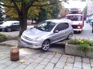 nehoda-parkovani-peugeot-nove-mesto-1