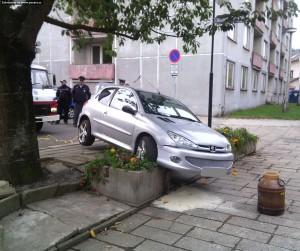 nehoda-parkovani-peugeot-nove-mesto-2