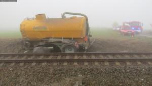 nehoda-stret-traktoru-s-vlakem-ocelice-rychnovsko-1
