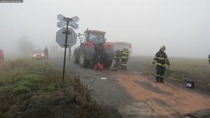 nehoda-stret-traktoru-s-vlakem-ocelice-rychnovsko-2