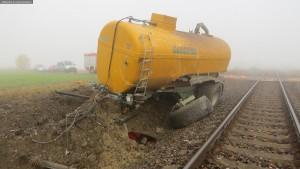nehoda-stret-traktoru-s-vlakem-ocelice-rychnovsko-4