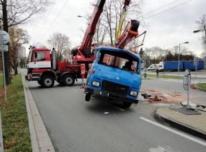 nehoda-avia-hradec-kralove-autojerab-3
