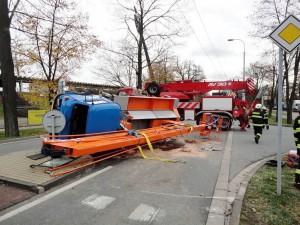 nehoda-avia-hradec-kralove-autojerab-4