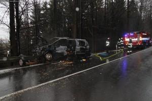 nehoda-na-rychnovsku-auta-zacala-horet-1