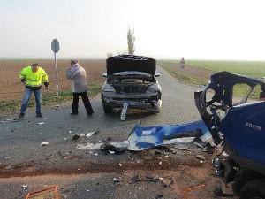nehoda-srazka-tri-vozidel-hradecko-1