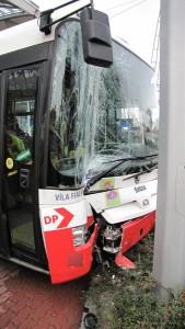 nehoda-trolejbusu-hradec-kralove-25-11-2015-1