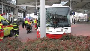 nehoda-trolejbusu-hradec-kralove-25-11-2015