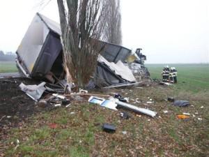 dopravni-nehoda-konecchlumi-podhorni-ujezd-streda-16-12-2015-1