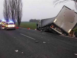 dopravni-nehoda-konecchlumi-podhorni-ujezd-streda-16-12-2015-3