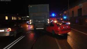 nehoda-skoda-octavia-kamion-koutnikova-hradec-kralove-4-12-2015-3