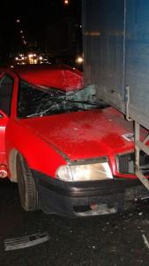 nehoda-skoda-octavia-kamion-koutnikova-hradec-kralove-4-12-2015-4
