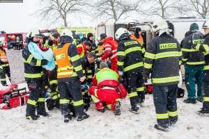 dopravni-nehoda-autobusu-u-horicek-na-nachodsku-6-1-2016-1