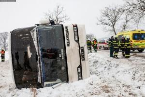 dopravni-nehoda-autobusu-u-horicek-na-nachodsku-6-1-2016-10