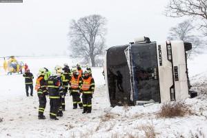dopravni-nehoda-autobusu-u-horicek-na-nachodsku-6-1-2016-2