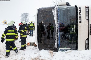 dopravni-nehoda-autobusu-u-horicek-na-nachodsku-6-1-2016-3