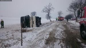 dopravni-nehoda-autobusu-u-horicek-na-nachodsku-6-1-2016