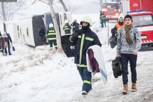 dopravni-nehoda-autobusu-u-horicek-na-nachodsku-6-1-2016-4