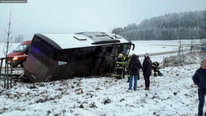 nehoda-autobus-mladkov-ctvtek-14-1-2016