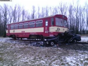nehoda-rychnovsko-stret-auta-s-vlakem-13-1-2016-3