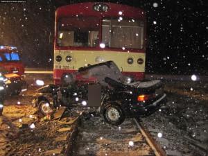 nehoda-rychnovsko-stret-auta-s-vlakem-13-1-2016