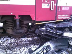 nehoda-rychnovsko-stret-auta-s-vlakem-13-1-2016-4