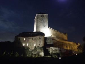 hrad-kost-nocni-foto
