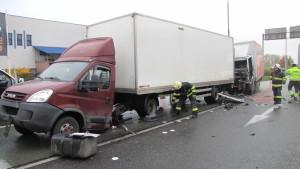 dopravni-nehoda-hradec-kralove-na-rybarne-rasinova1