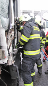 dopravni-nehoda-hradec-kralove-na-rybarne-rasinova2