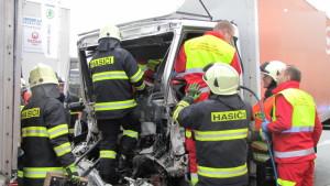 dopravni-nehoda-hradec-kralove-na-rybarne-rasinova4