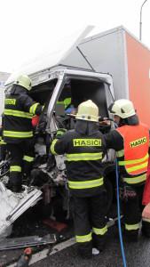dopravni-nehoda-hradec-kralove-na-rybarne-rasinova5