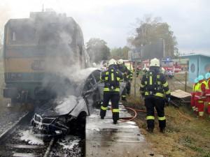tragicka-srazka-vlaku-osobniho-auta-hradec-kralove-3-10-2016-1