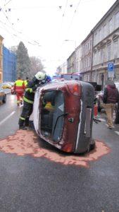 dopravni-nehoda-hradec-kralove-komenskeho-10-11-2016-2