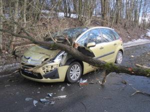 dopravni-nehoda-17-03-02-trutnov-babi-1