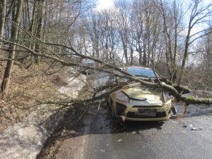 dopravni-nehoda-17-03-02-trutnov-babi