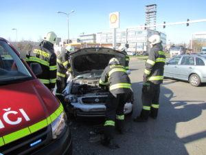 dopravni-nehoda-pilnackova-a-bedrny-hradec-kralove-28-3-2017-1