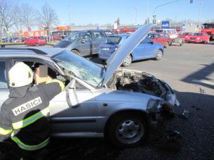 dopravni-nehoda-pilnackova-a-bedrny-hradec-kralove-28-3-2017-2