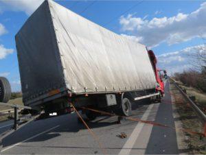 dopravni-nehoda-silny-vitr-horice-2-3-2017