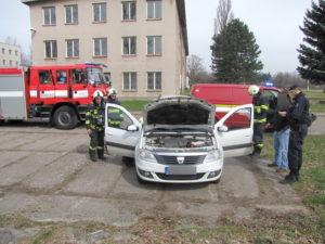 pozar-auta-hradec-kralove-letiste-25-3-2017