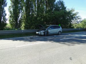 dopravni-nehoda-lochenice-1