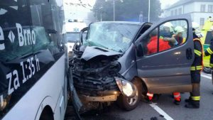 dopravni-nehoda-trolejbus-semtin-1