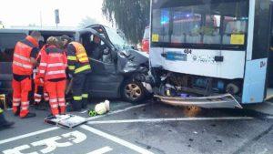 dopravni-nehoda-trolejbus-semtin-2