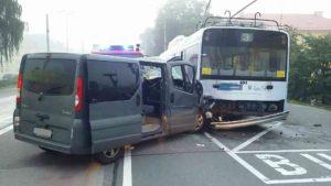 dopravni-nehoda-trolejbus-semtin