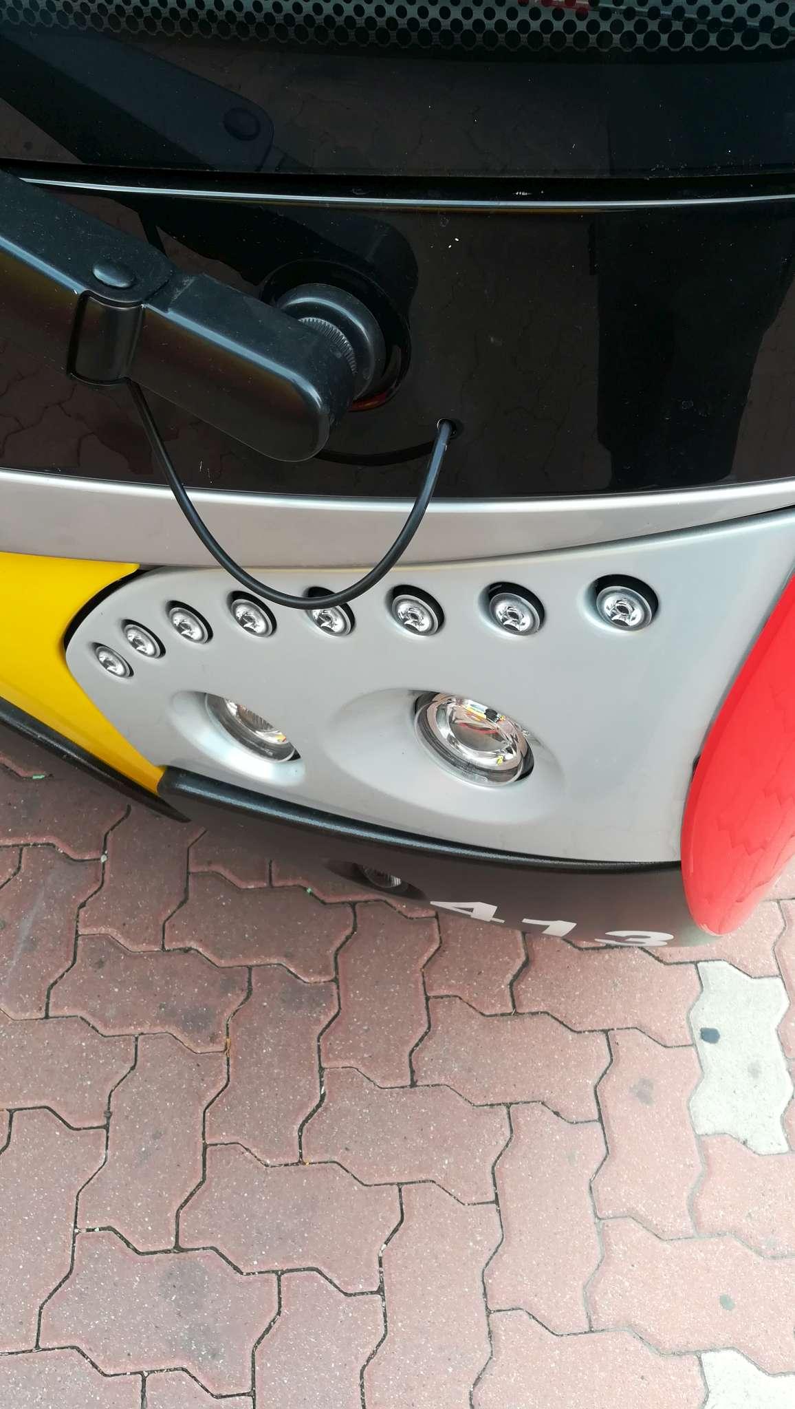 Detail předního LED světlometu elektrobusu SOR NS 12